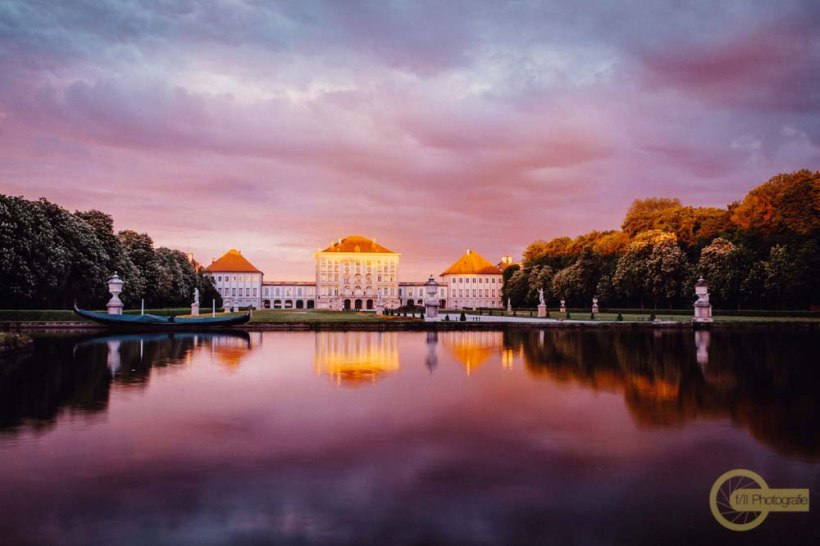 Schloss-Nymphenburg die Gartenseite im Abendlicht