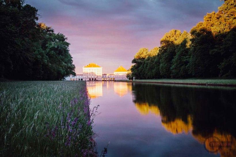 Schloss-Nymphenburg-Schlossgartenkanal-Abendlicht