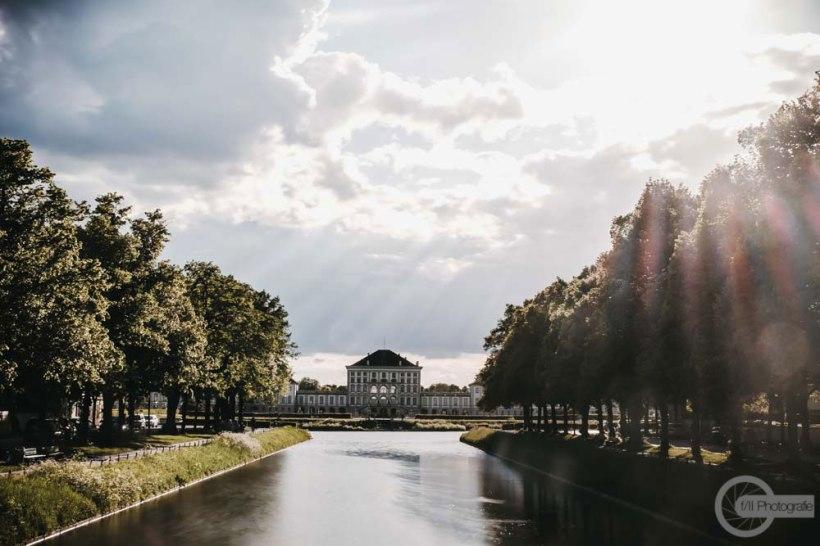 Schloss-Nymphenburg-Stadtseite-Brücke