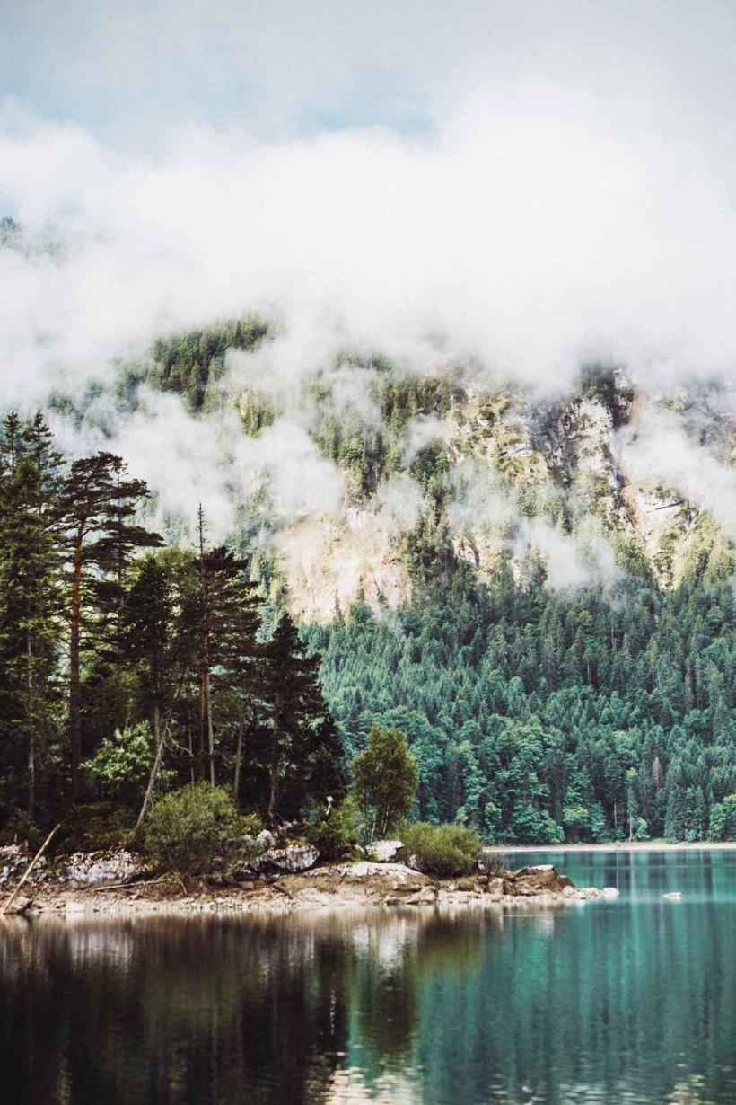 Die Sasseninsel vor lichtdurchfluteten Wolken