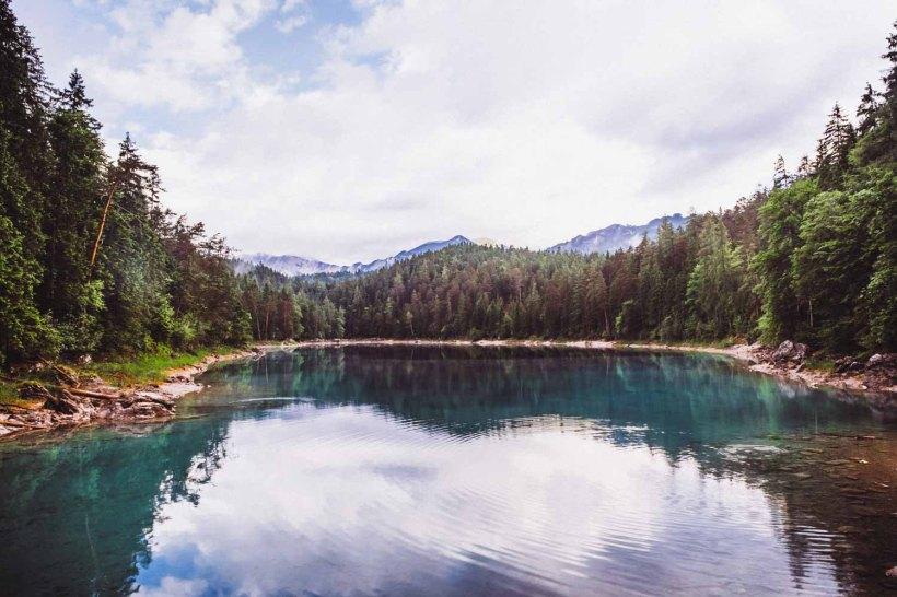 Der Obere See mit türkis schmierendem Wasser