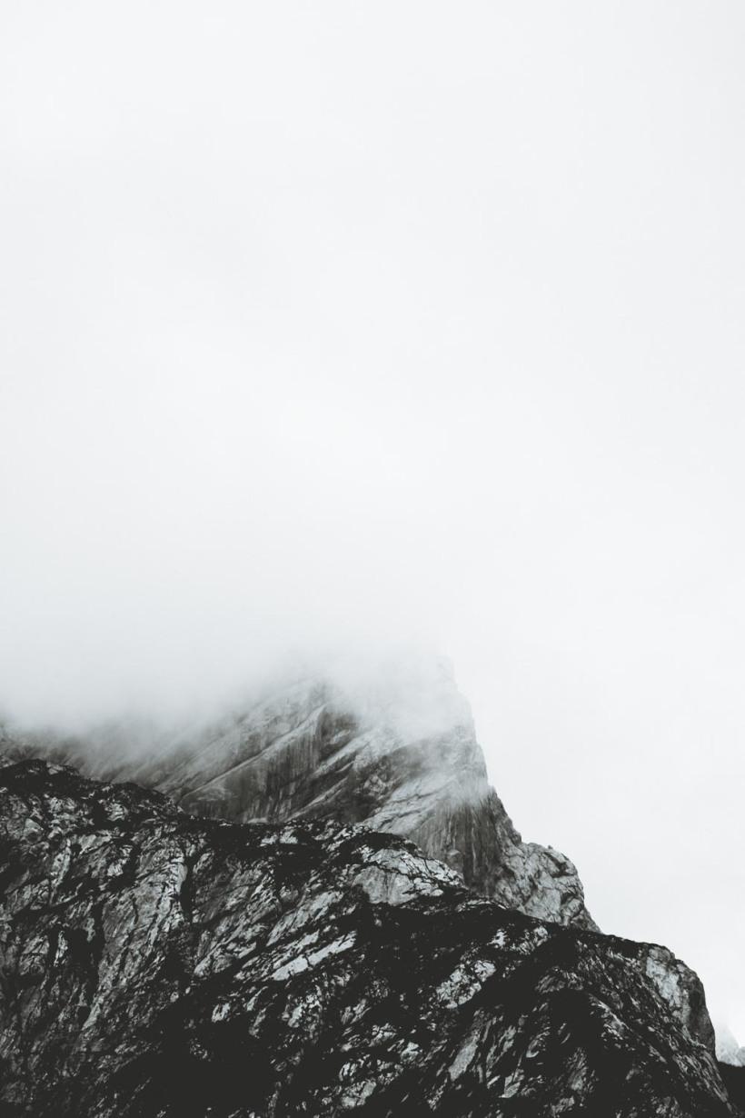 Der wolkenverhangene Gipfel der Alpspitze - Just moody