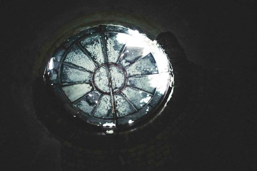 Versteckte Details finden sie überall, wie dieses Oberlicht im Hauptgang
