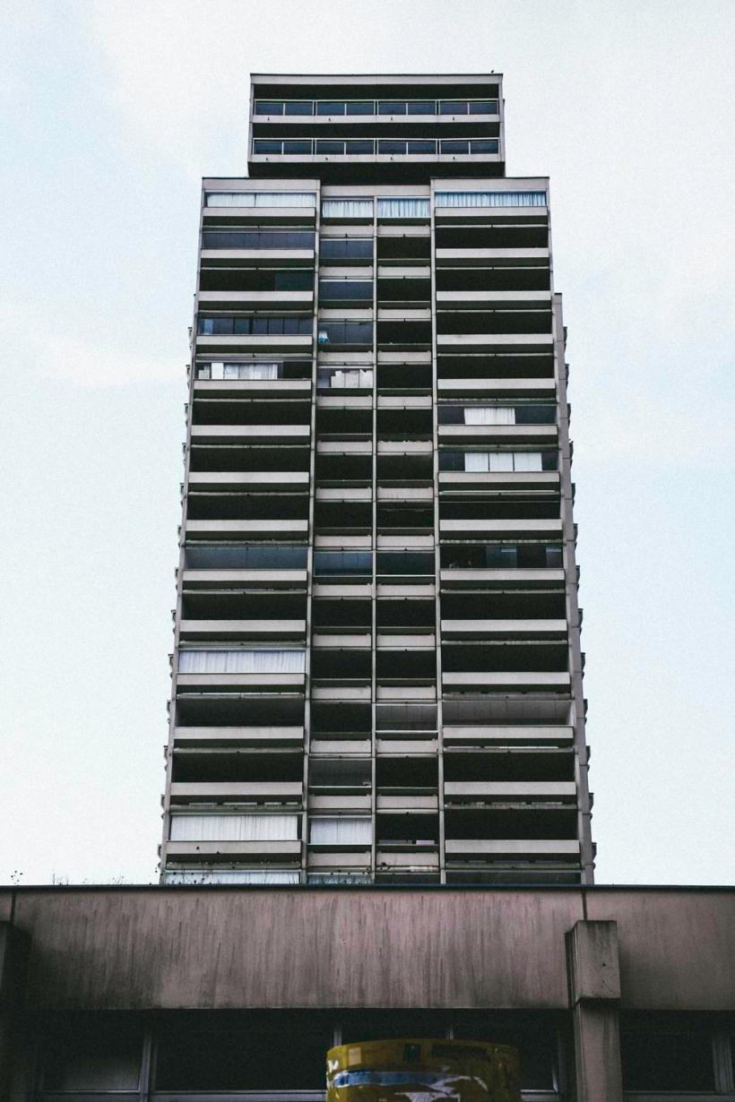 Eine andere Art der Monotonie, dominiert von großen Balkonen