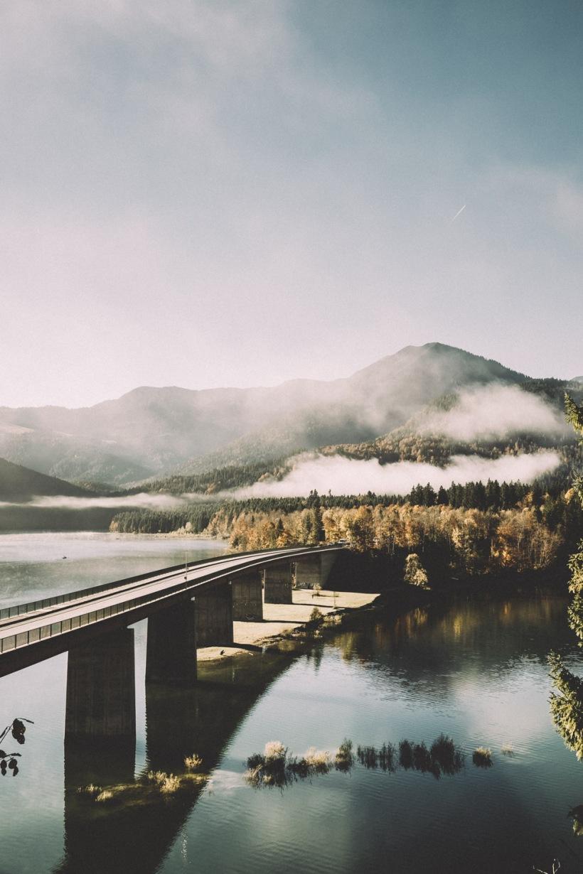 Ein letzter Blick auf den Sylvensteinsee. Die Wolken und der Nebel lösten sich mehr und mehr auf.