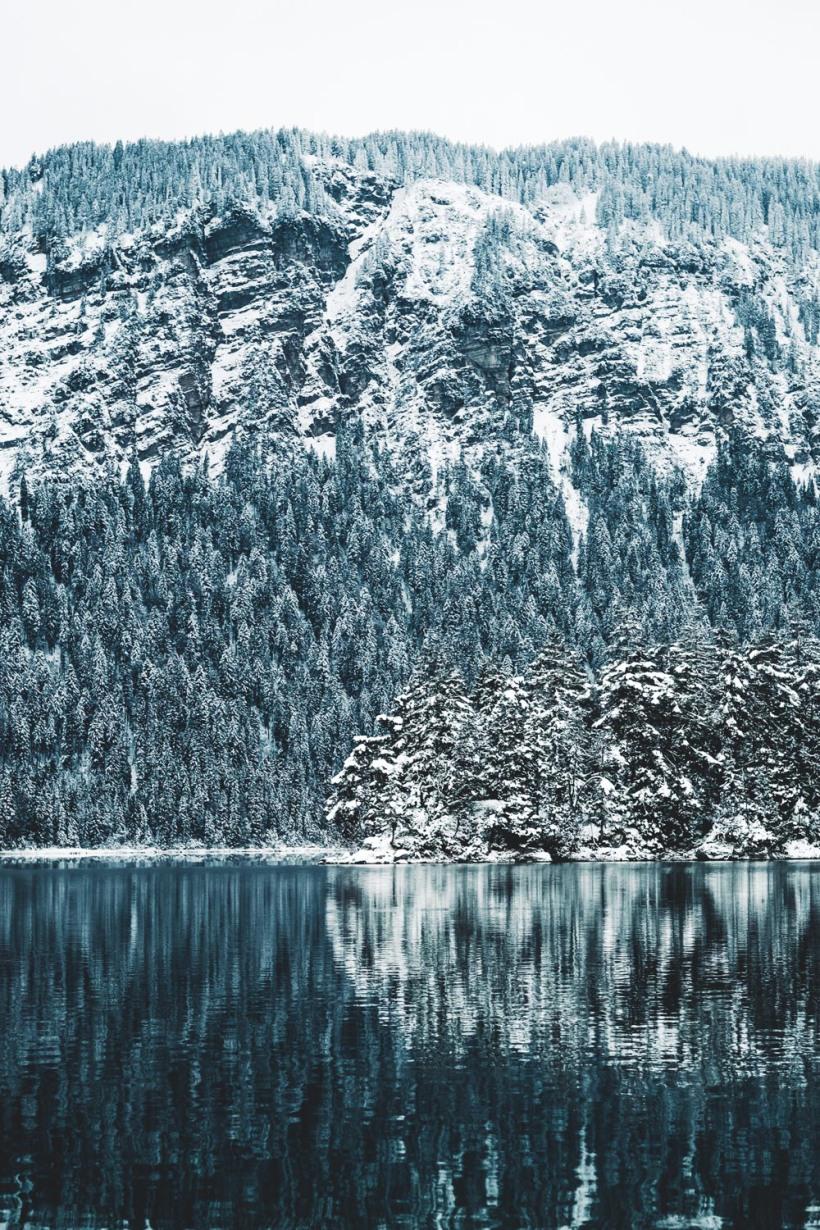 Die gesamte Landschaft um den Eibsee war mit einer dicken Schneedecke bedeckt