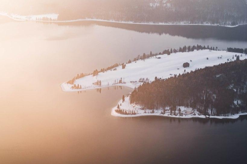 Der ungestörte Blick auf den Walchensee. Ein Szene die sehr viel Ruhe ausstrahlt.