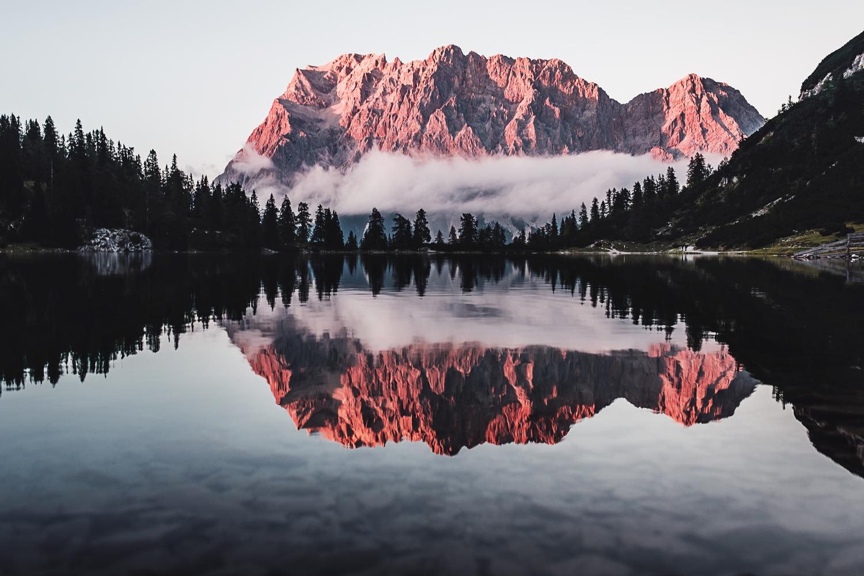 September-Alpenglühen-am-Seebensee