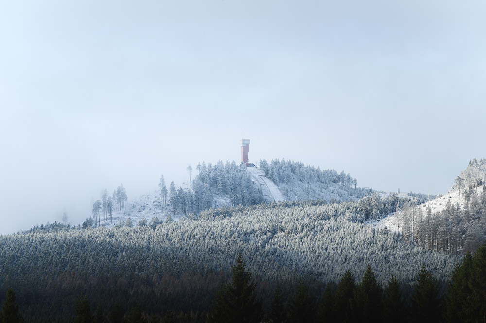 Von Schierke aus war den Blick auf den schneebedeckten Gipfel des Wurmbergs frei.